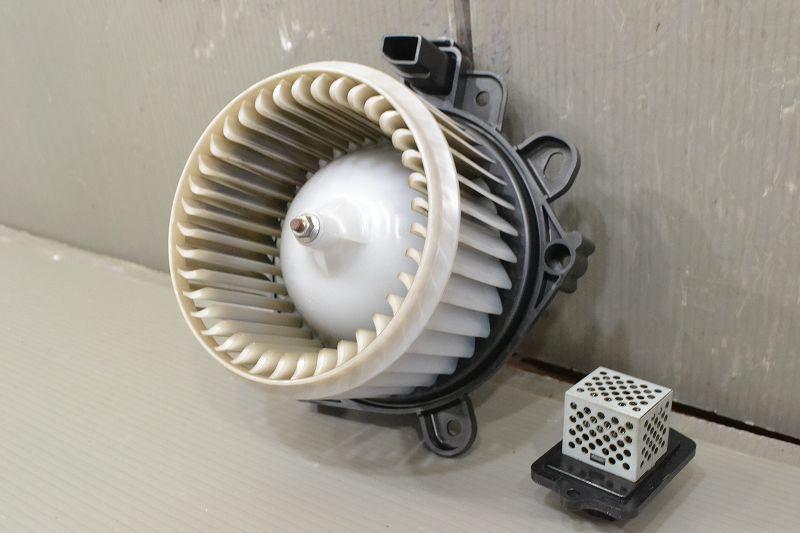 ワゴンR FX 前期(MH23S) 純正 良品 動作保証 ブロアファンモーター レジスターセット ヒーターモーター 51151-47280 74250-82K00 K041324_画像5