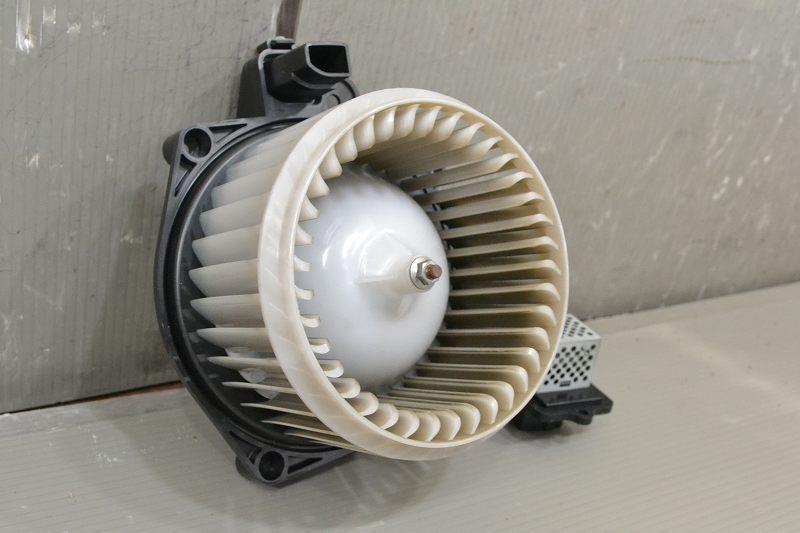 ワゴンR FX 前期(MH23S) 純正 良品 動作保証 ブロアファンモーター レジスターセット ヒーターモーター 51151-47280 74250-82K00 K041324_画像6