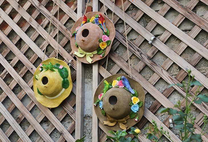 ガーデンオブジェ リボン付き麦わら帽子 花とカラフルなオウム 壁掛け カントリー風 (赤い鳥)_画像4
