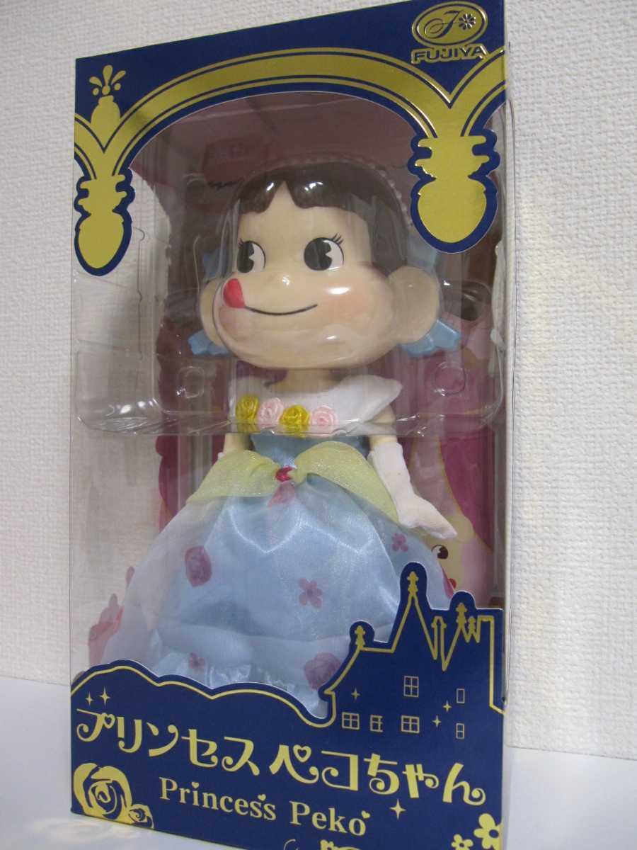 不二家 プリンセス ペコちゃん ドレス 2015 セブンイレブン限定 フィギュア 人形 ドール FUJIYA 新品 未開封_画像3