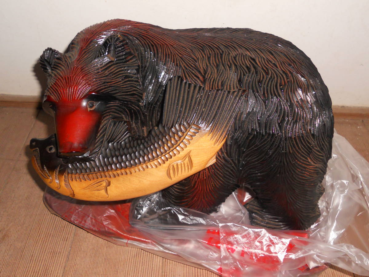 木彫りの熊 鮭_画像1