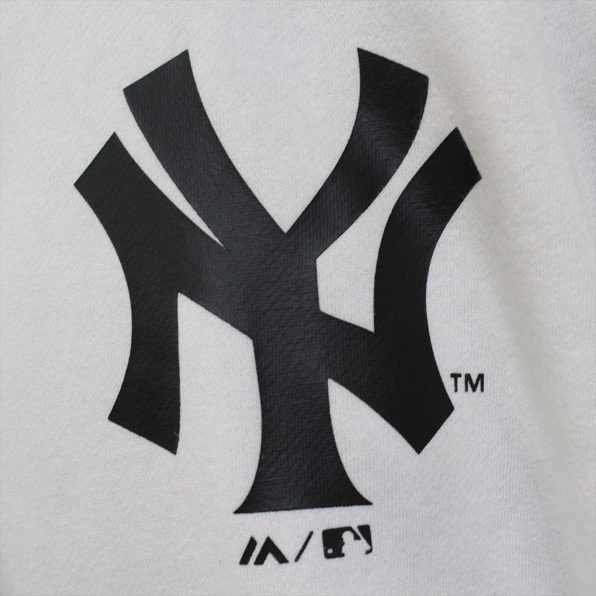Majestic マジェスティック パーカー ホワイト Lサイズ 新品 白 ニューヨークヤンキース NEW YORK YANKEES フーディー プルオーバー_画像2