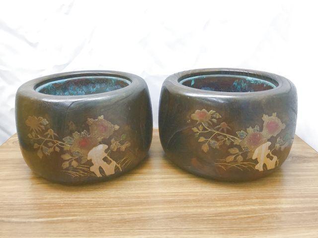 木製火鉢 一対 2点セット 直径31㎝ 高さ21㎝ 丸型 木彫 蒔絵風 小道具 昭和レトロ 時代物 インテリア アンティーク 暖房 手あぶり 中古品