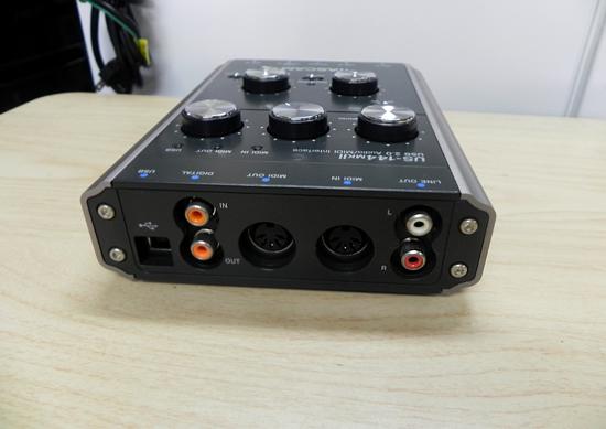 タスカム USB 2.0 オーディオ/MIDIインターフェース US-144MKⅡ TASCAM _画像4