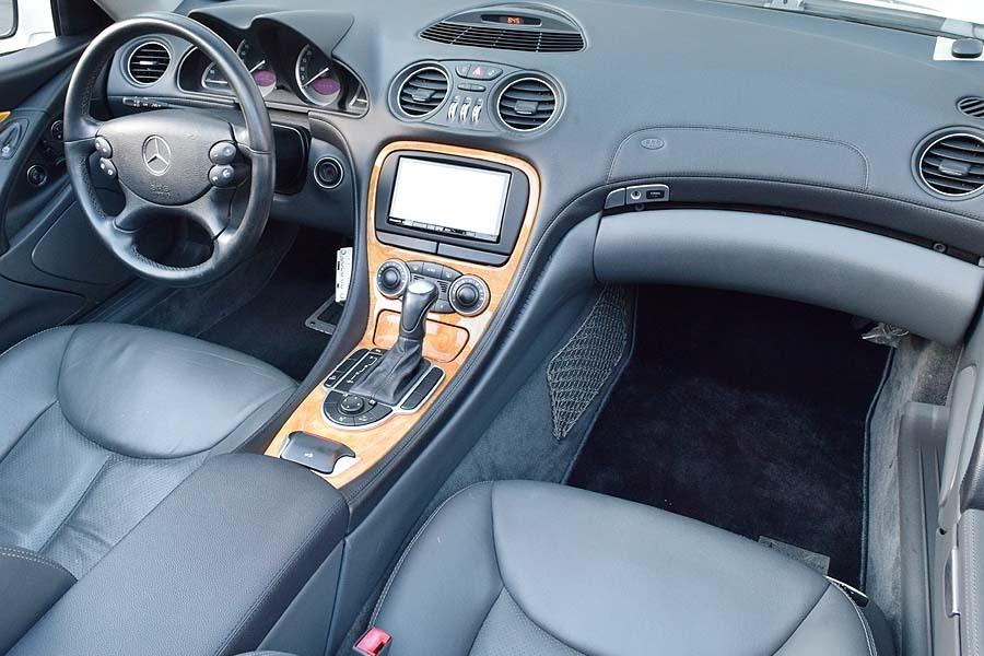 「【全車輌消毒消臭済】ワンオーナー車 車検R4年9月取立て! ベンツSL350 アラバスターホワイト 正規ディーラー車 現車確認如何ですか?」の画像3