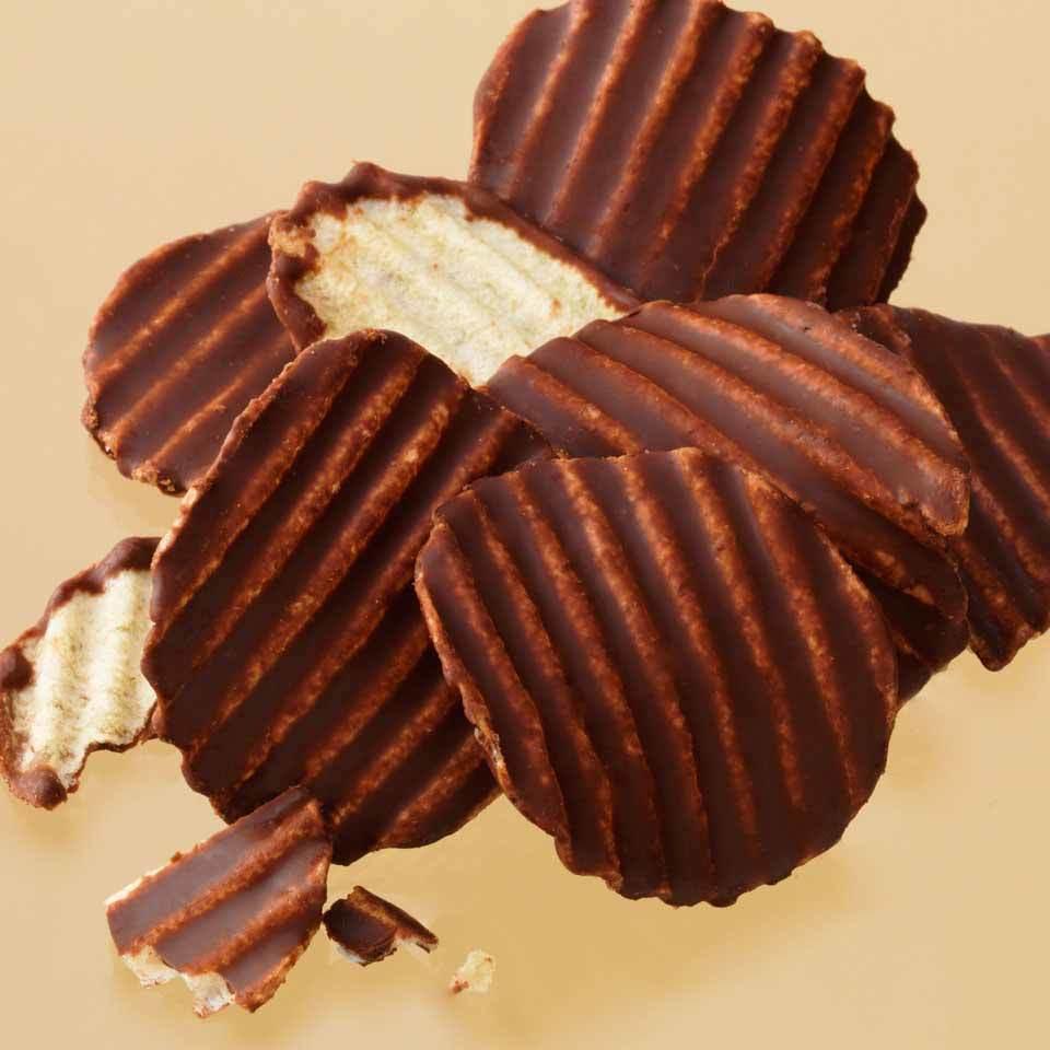 ロイズ 【北海道銘菓】 ポテトチップチョコレート [マイルドビター] 他北海道お土産多数出品中 ROYCE'_画像2