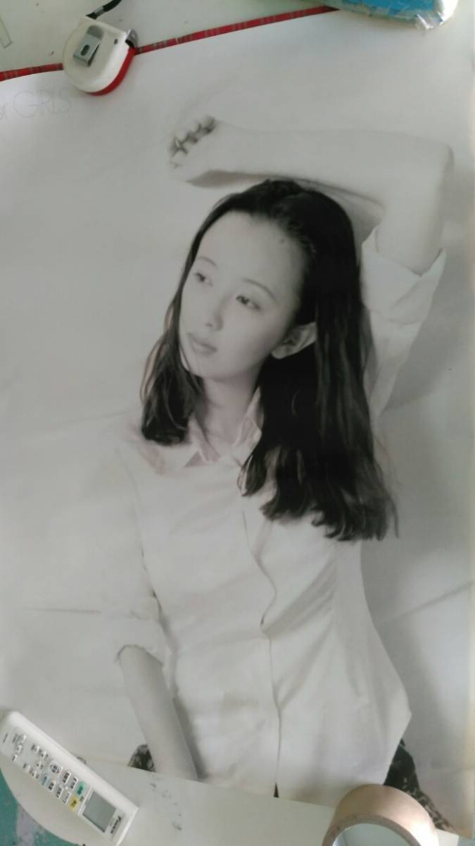 ポスター 高橋由美子 B2版(約515mmX728mm)の合計3枚セットです、1枚は状態は悪いです、顔部分にキズがあります。