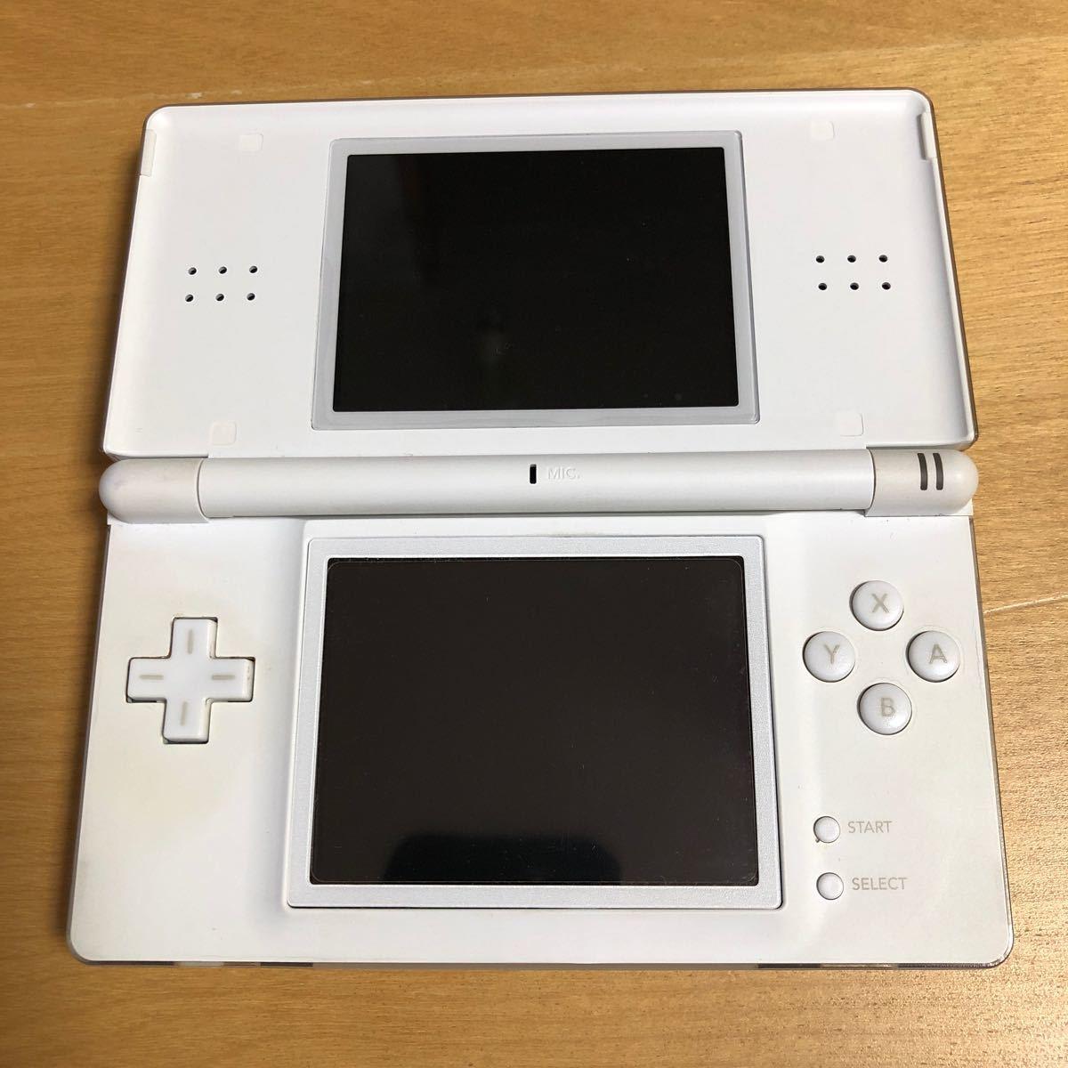 【年末年始期間中値下げ】NINTENDO DS Lite 本体2台セット、ソフト3本(2種類)付き
