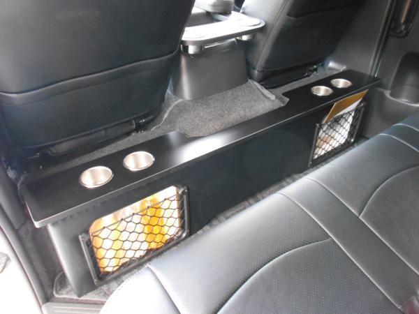 ハイエース セカンド テーブル 200系 セカンドボード 後席 2列目 シート カップホルダー トヨタ TOYOTA 標準 収納 BOX 木目 黒 パーツ_装着例です