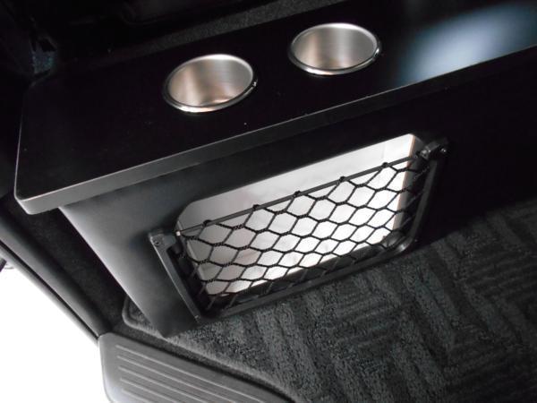 ハイエース セカンド テーブル 200系 セカンドボード 後席 2列目 シート カップホルダー トヨタ TOYOTA 標準 収納 BOX 木目 黒 パーツ_細部までこだわっています