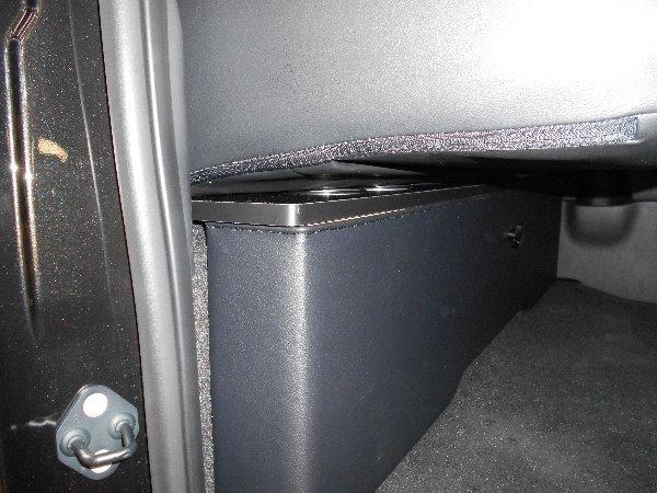 ハイエース セカンド テーブル 200系 セカンドボード 後席 2列目 シート カップホルダー トヨタ TOYOTA 標準 収納 BOX 木目 黒 パーツ_車種専用だから車の性能をフル活用