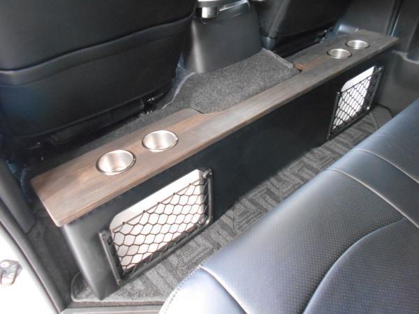 ハイエース セカンド テーブル 200系 セカンドボード 後席 2列目 シート カップホルダー トヨタ TOYOTA 標準 収納 BOX 木目 黒 パーツ_木目カラーで上品、どこにもない1点物