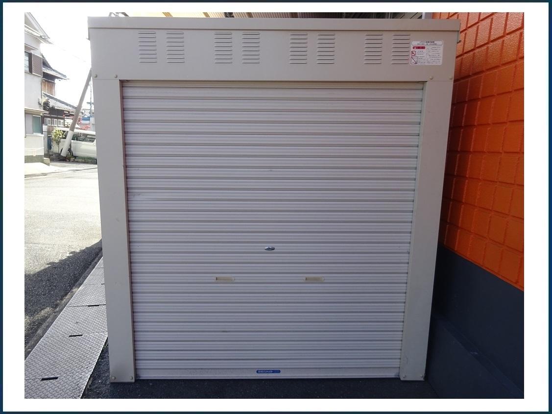 ホクエイ LPガス容器収納庫 倉庫 サイズ(約):2000×2005×2160mm 中古品 物置、バイク・自転車等の収納に♪ 引取商品