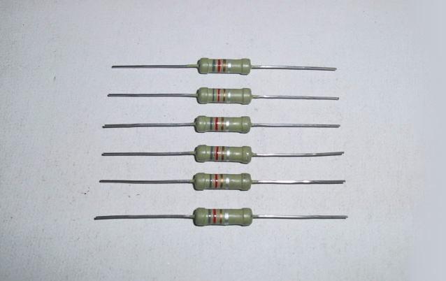 ● 酸化金属皮膜抵抗器 8.2Ω 2W 6個セット ●_画像1
