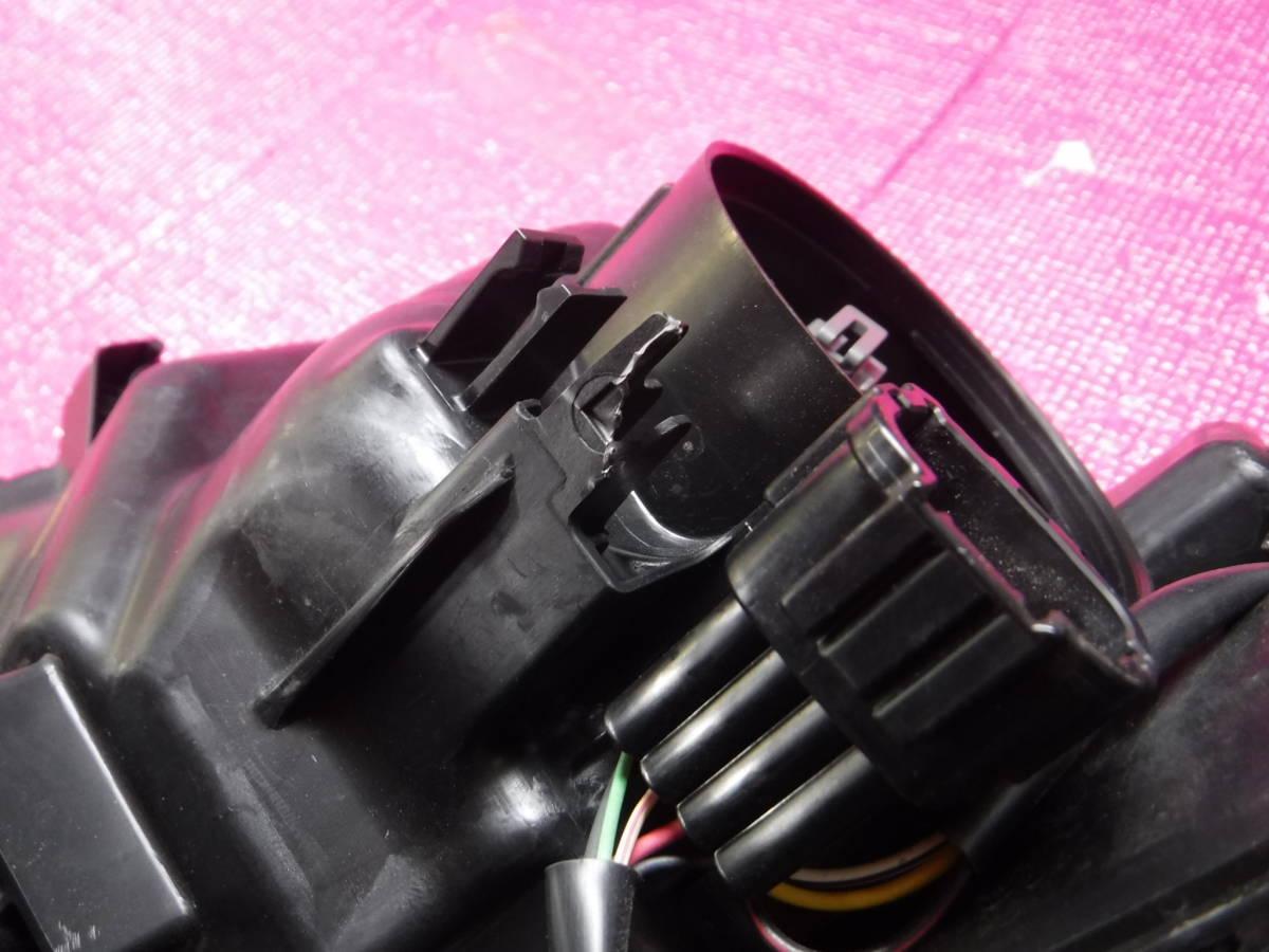 セレナ HFC27 LED ヘッドランプ ユニット 右 KOITO 100-23721_裏の割れです。