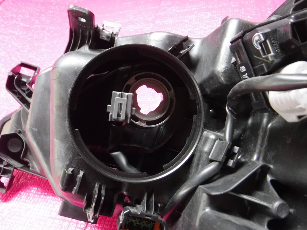 セレナ HFC27 LED ヘッドランプ ユニット 右 KOITO 100-23721_バルブ、ソケット、カバー欠品しています。