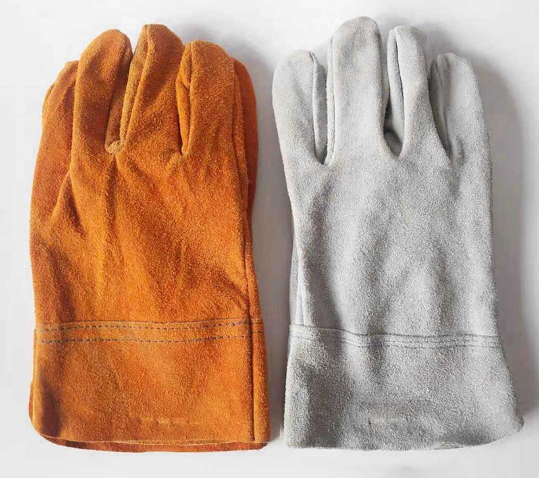 バーベキューグローブ 耐熱 手袋 キャンプ 牛革 BBQ フェスオレンジ色外に出にくい昨今ですが、これからのキャンプや冬の暖炉に大活躍