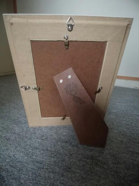 木製フォトスタンド(壁掛けも出来ます)(縦25・5cm、横20cm)_裏面