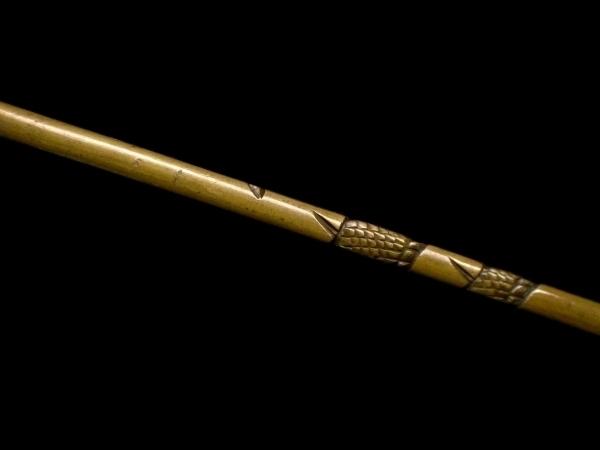 【刀装具 #1529 ★期間限定ウブ出し小柄★】 水戸系統の生まれ良き名作です! 見応えある表裏に巻き付いた龍図の細工! 真鍮地_画像8