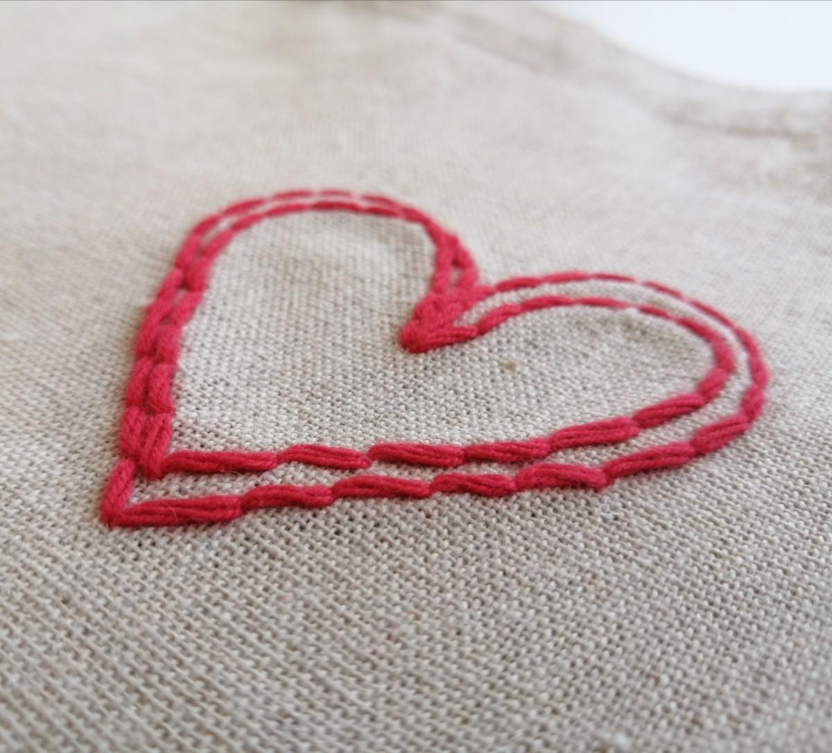 ハンドメイド 赤いハート 手縫いの刺繍 ワイドマチのトートバッグ エコバッグ ショルダーバッグ