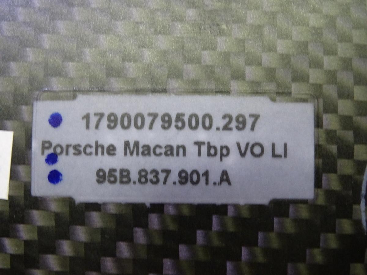 K1096vc ポルシェ純正 マカン 95B 左 フロントドア ロアモール カーボン 95B837901A_画像7