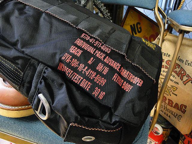 【252317】パラシュートバッグがモチーフ!ミリタリー系の老舗メーカーの逸品☆フライングボディバッグ  ワンショルダー(ブラック)_画像5