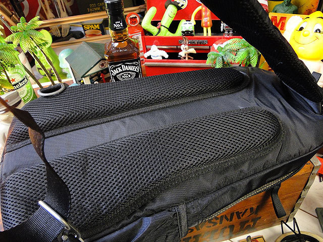 【252317】パラシュートバッグがモチーフ!ミリタリー系の老舗メーカーの逸品☆フライングボディバッグ  ワンショルダー(ブラック)_画像8