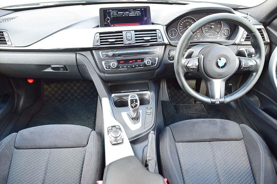 「車検R4年7月 毎日高速使用の1台 正規ディーラー車 ディーラー記録多数有 BMW320dツーリング ブルーパフォーマンス Mスポーツ ブラック」の画像3