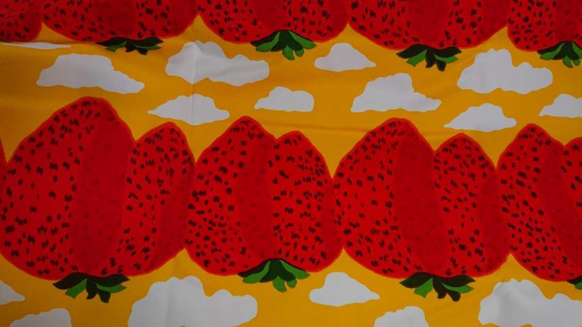 Wrap Marimekko Marimekko / Pieni Mansikkavuoret Piedeniman Shikkavolet Campus Fabric Yellow