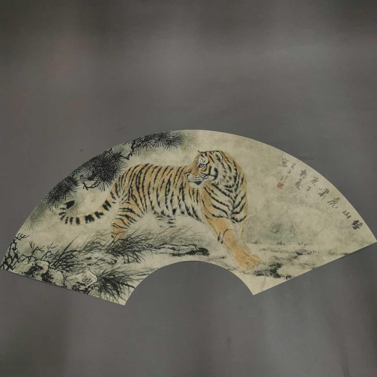 扇面 掛軸 虎図 紙本 肉筆保証 掛け軸 時代物 在銘 中国古美術 中国美術 古玩 古董 時代物 唐物 000307_画像1