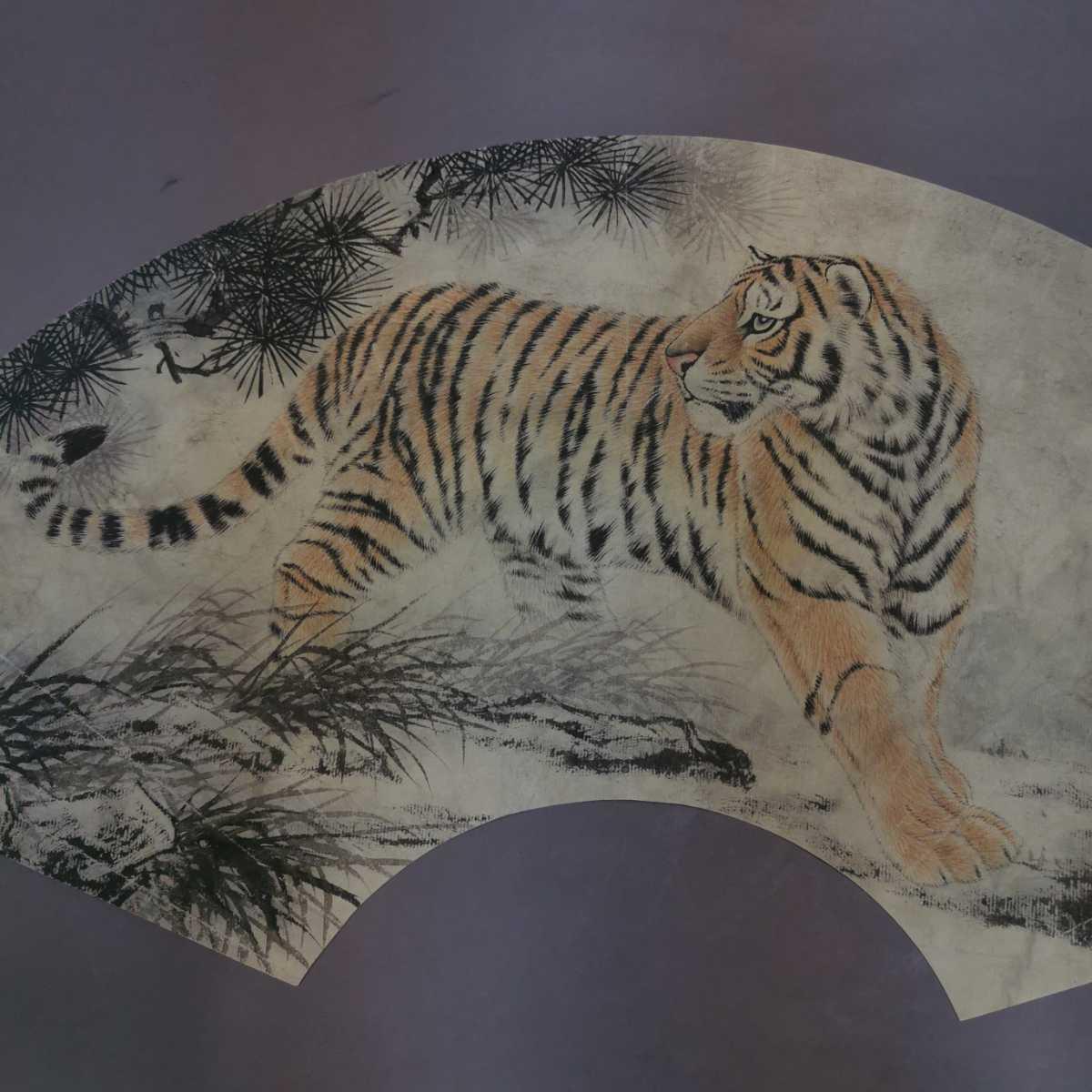 扇面 掛軸 虎図 紙本 肉筆保証 掛け軸 時代物 在銘 中国古美術 中国美術 古玩 古董 時代物 唐物 000307_画像2