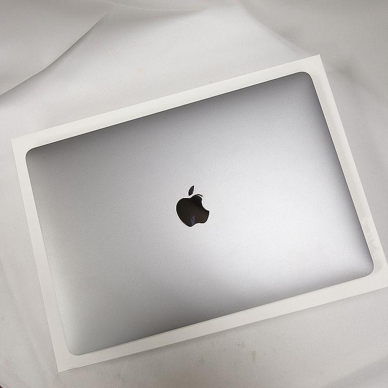 美品 **アップル保証残あり** MacBook Pro 2020年 13インチ Core i7 16GB 512GB USキー グレー 箱、充電器付属 【k1130-1630】_りんごマークは背景写込みで傷ではないです
