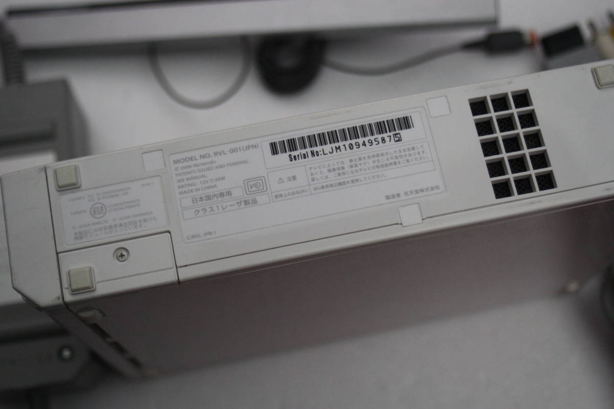 Wii本体セット シロ 電源コード/AVケーブル/センサーバー付属 RVL-001 任天堂/875