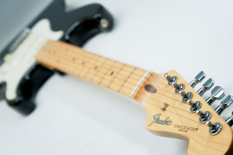 使用少 良品 2001 Fender エレキギター stratocaster ストラトキャスター 付属品多数