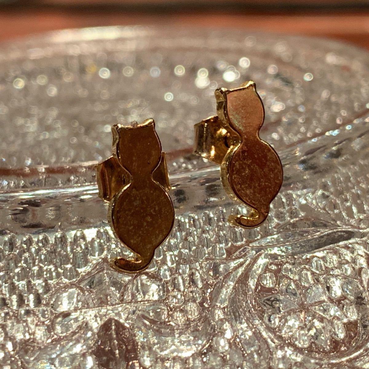 〈新品未使用〉ピアス 猫モチーフ ネコ ゴールドカラー 真鍮 ハンドメイド アクセサリー_画像1