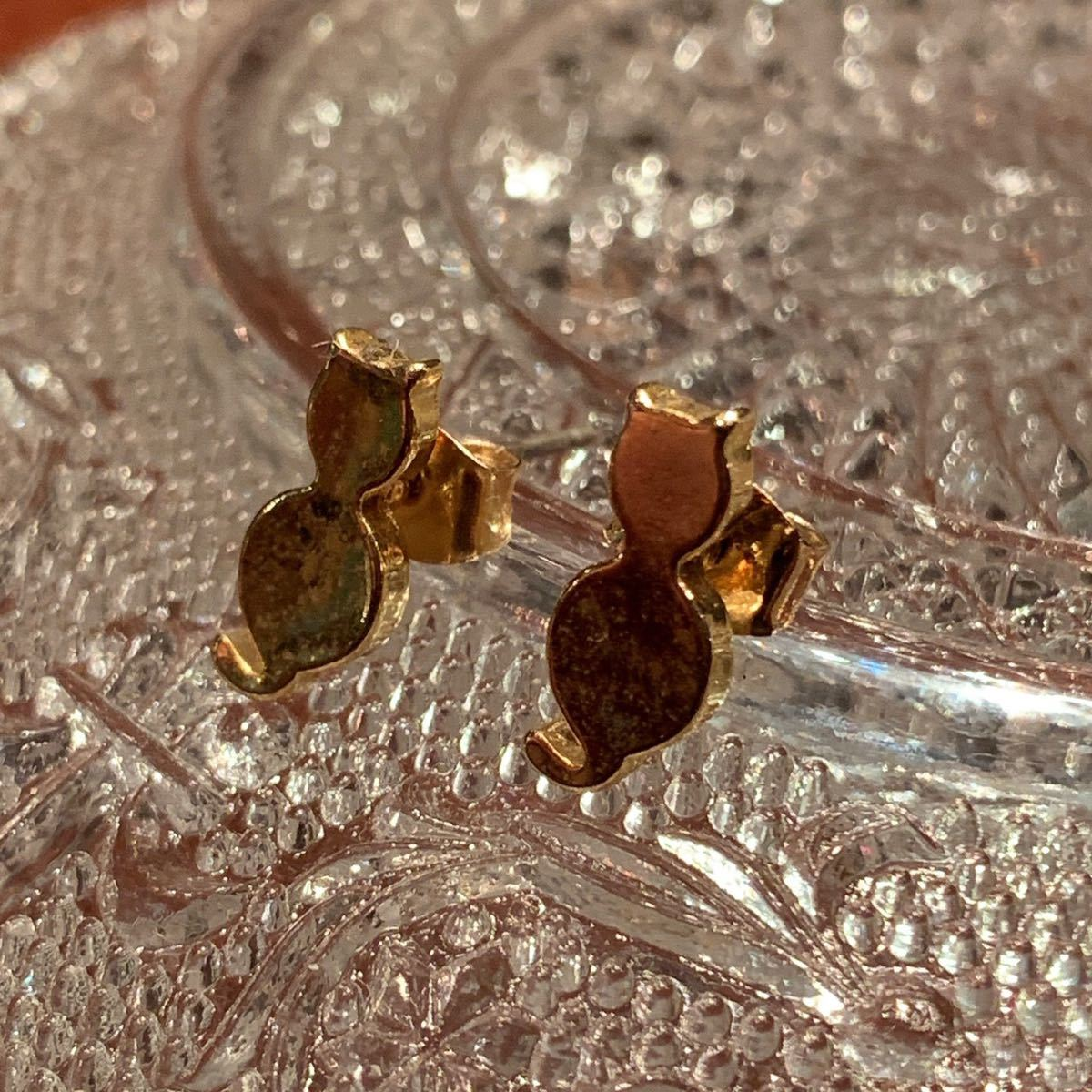 〈新品未使用〉ピアス 猫モチーフ ネコ ゴールドカラー 真鍮 ハンドメイド アクセサリー_画像3