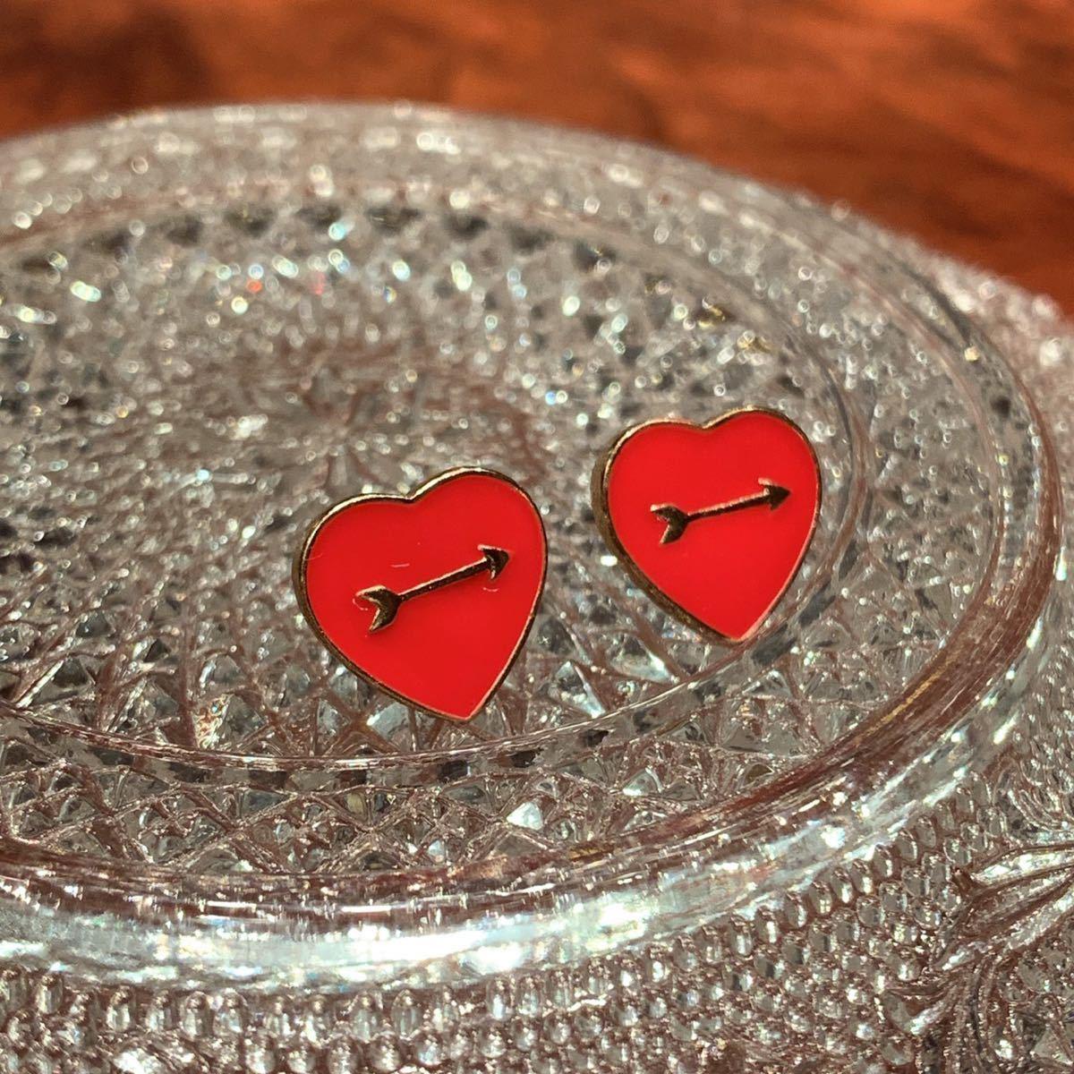 〈新品未使用〉ピアス 赤いハートモチーフ 弓矢 真鍮 ハンドメイド アクセサリー_画像1