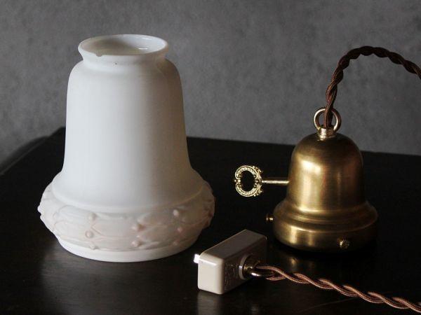 USAアメリカヴィンテージミルクガラスシェードペンダントライト|アンティークライト吊下げ照明乳白電笠草花柄・シェードホルダー&コード付_このセットがお手元に届きます
