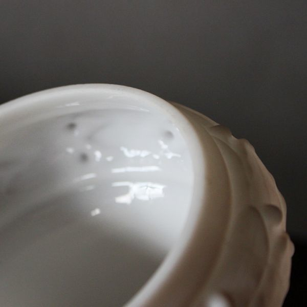 USAアメリカヴィンテージミルクガラスシェードペンダントライト|アンティークライト吊下げ照明乳白電笠草花柄・シェードホルダー&コード付_うっすらと汚れや擦れあり