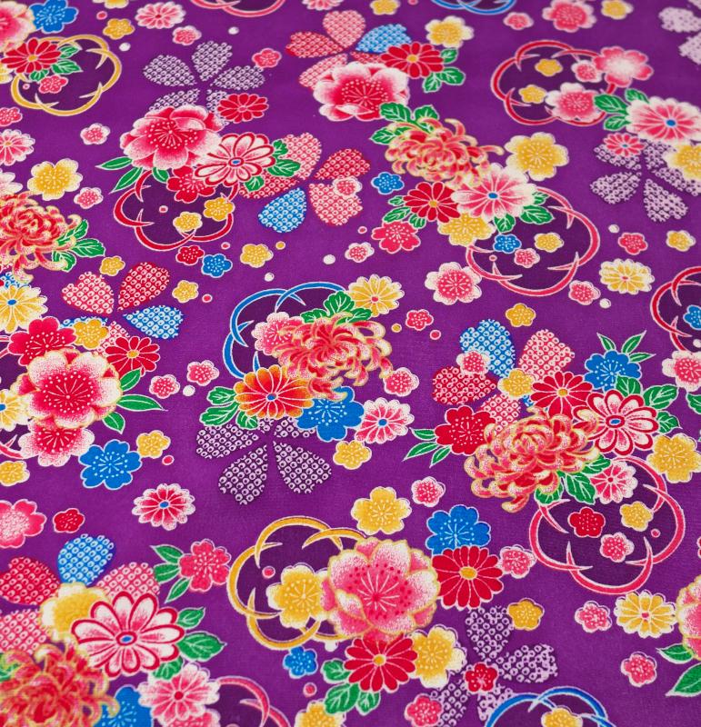 286-a番 新品 正絹 縮緬地端切れ【ハギレ、はぎれ】 37センチ×105センチ 杜若色に大小の桜・小菊模様 地模様なし