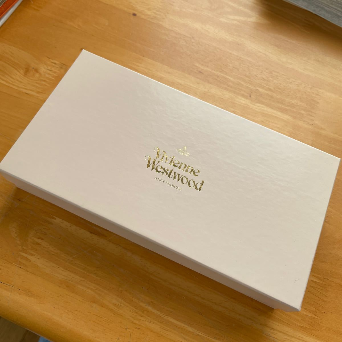 Vivienne Westwood 箱