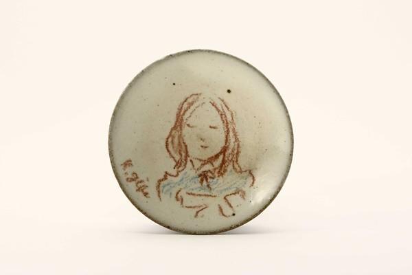 3246r 彫刻家 儀保克幸 手描 少女図 絵皿 小 B012 日本の陶磁&陶磁一般&その他