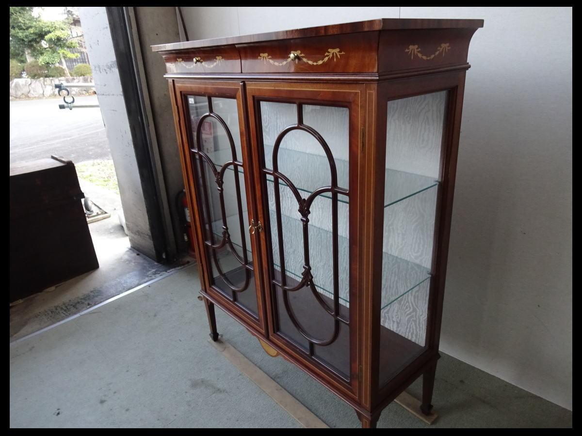 【展示品】 高級 イタリア家具 象嵌 クラシック ガラスキャビネット 飾り棚 リビングボード_画像2