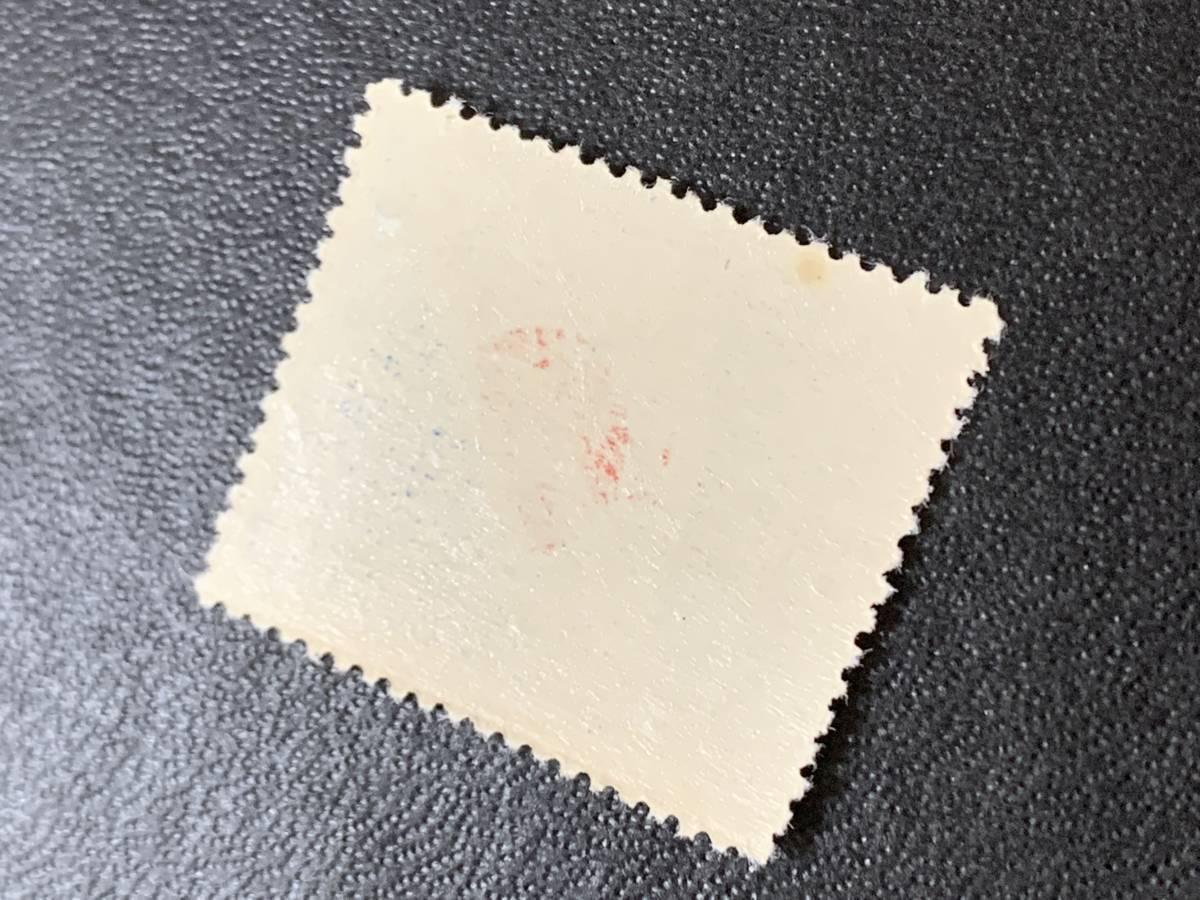 152 未使用切手 記念切手 1951年 平和条約調印 8円「国旗」 シミ有  日本切手_画像3