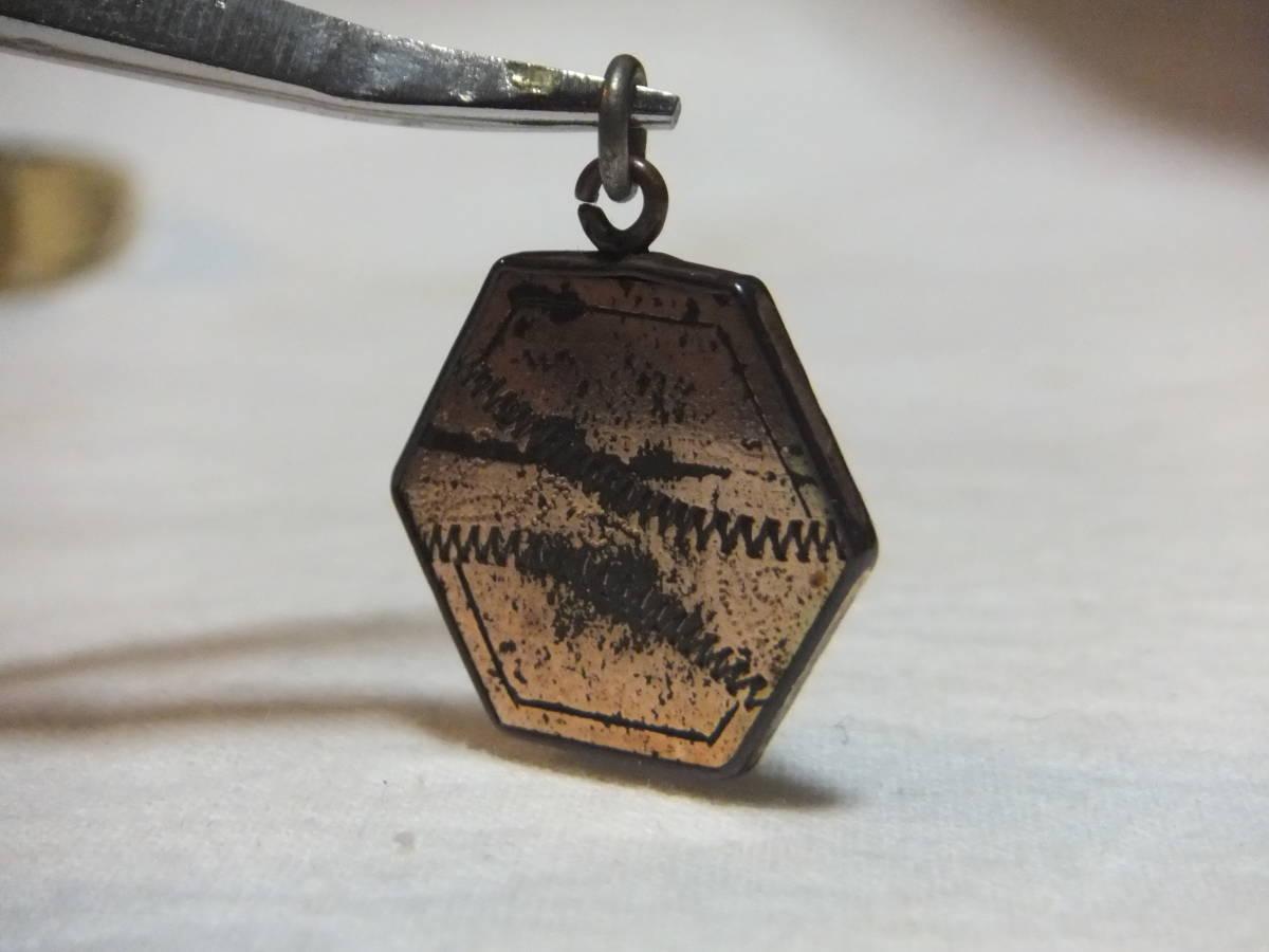 3.90グラム 戦前戦中戦後 金工象嵌 硬質な金属 格子枠 懐中時計の鎖用飾り提げ物 ジャパンヴィンテージアンティークチャームフォブ★_画像10