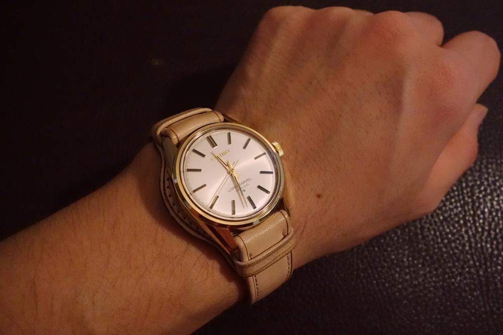 ◆台座付Dバックルビンテージベルト◆ ヌメ革 日本製 (台座幅,バックル色選択可) 18mm 腕時計ベルト ビンテージ デッドストック SEIKO等に_私物使用例。時計サイズ34㎜、台座40㎜。