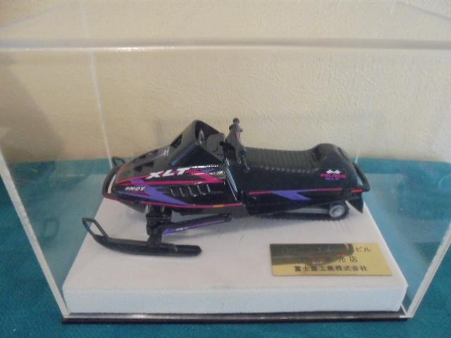 希少 非売品 ポラリススノーモービル ミニカー 約17cm ミニチュア 模型 富士重工 インテリア _画像1