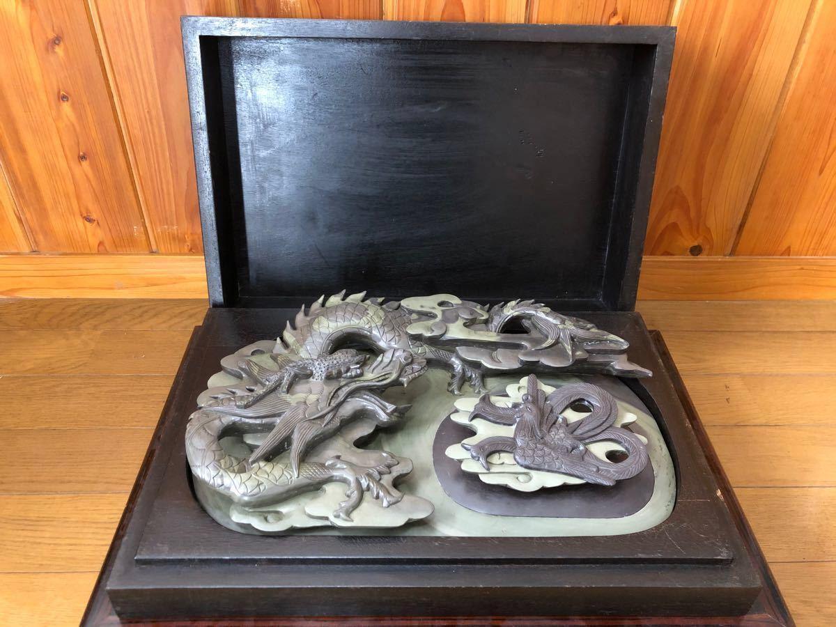 端渓石と緑端渓石の層が美しい「龍と鳳凰」立体彫大型硯 37cm×24cm