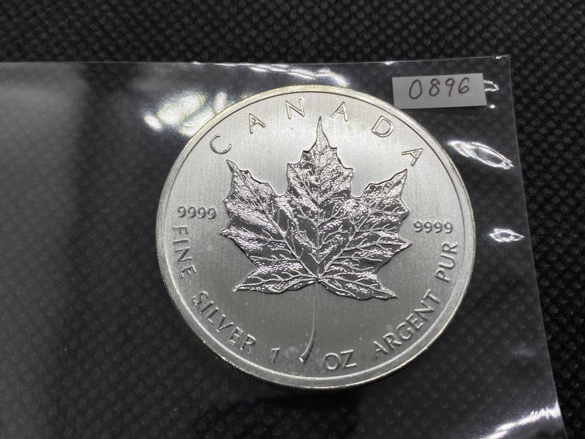 純銀 31.1グラム 2011年 カナダ メイプルリーフ 5ドル 1オンス 銀貨 1oz 新品 インゴット シルバー コイン 高純度 購入 貯金箱 金地金_画像1