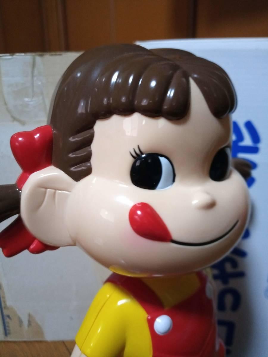 非売品 不二家 ペコちゃん 50周年記念 首ふり人形 金属製青台座 高さ約35cm 当選品_画像9
